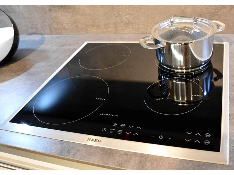 Angebote Küchen AV1010 AEG HK634200XB Wollenberg